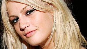 31 de enero. Leslie Carter, la hermana de Nick y Aaron Carter, falleció a los 25 años, según informó el sitio peopleenspanol. com. Aunque no se ofrecieron más detalles del deceso, se sabe que éste ocurrió en Nueva York.