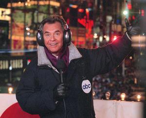 18 de abril. El icono de la televisión estadunidense Dick Clark falleció víctima de un infarto masivo, en Santa Mónica, California.