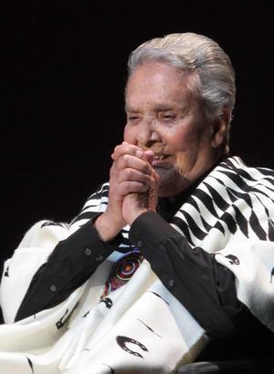 5 de agosto. La cantante Chavela Vargas murió  pasadas las 13:00 horas del 5 de agosto, a la edad de 93 años de edad, a consecuencia de un paro respiratorio, informó la biógrafa María Cortina.