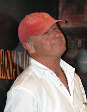 """19 de agosto. Tony Scott, el director de películas como """"Top Gun"""" y """"Crimson Tide"""" y productor de series de televisión como """"The Good Wife"""", falleció a los 68 años tras caer al vacío desde del puente Vicent Thomas en San Pedro, California."""