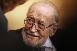 10 de septiembre. El escritor y pensador mexicano Ernesto de la Peña, galardonado con el XXVI Premio Internacional Menéndez Pelayo, falleció a los 84 años de edad.