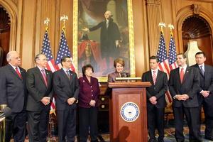 Peña Nieto sostuvo también reuniones privadas con la secretaria de Seguridad Nacional, Janet Napolitano, y con la líder de la minoría demócrata de la Cámara de Representantes, Nancy Pelosi.