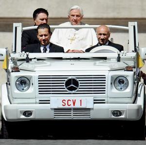 27 de mayo. Vatileaks |  El Vaticano confirmó que el mayordomo del Papa fue arrestado en medio de un escándalo de filtración de noticias, lo que agregó un toque hollywoodesco a un caso de lucha por el poder, intriga y corrupción a altos niveles de la conducción de la Iglesia católica.