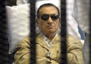 2 de junio. Egipto | El derrocado presidente de Egipto, Hosni Mubarak, fue condenado por el Tribunal Penal de El Cairo a cadena perpetua por su complicidad en la muerte de cientos de manifestantes que se levantaron en su contra.