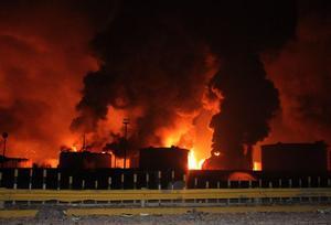 25 de agosto. Venezuela | Una enorme explosión por una fuga de gas sacudió la refinería más grande de Venezuela y causó la muerte de 39 personas, y lesiones a 86, en el desastre más mortífero de que se tenga memoria en el fundamental sector petrolero del país.