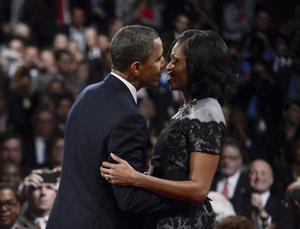 6 de noviembre. Estados Unidos | El presidente estadounidense Barack Obama fue proyectado a las 23:18 del 6 de noviembre como ganador de un segundo mandato, al superar a su rival republicano Mitt Romney.