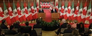 Tras una reunión privada de más de dos horas, el primer ministro de Canadá se comprometió a que su gobierno examinará las opciones que tienen en el tema de las visas impuestas a mexicanos, mismas que se aplican desde 2009 por la falsificación de solicitudes de refugiados.
