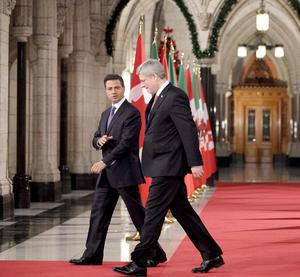 """En un mensaje conjunto, acompañado del próximo mandatario mexicano, Harper recordó que Canadá y México son socios que han trabajado estrechamente desde hace muchos años, por lo que confió: """"espero que nos podamos conocer muy bien de aquí al futuro""""."""
