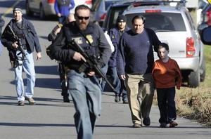 14 de diciembre. Estados Unidos | Al menos 27 personas, incluidos 18 niños, perecieron el viernes durante un tiroteo en una escuela primaria en Connecticut, dijo un funcionario con conocimiento de la tragedia.