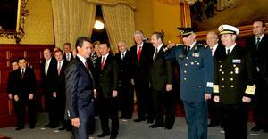 El presidente Enrique Peña Nieto estableció que en el primer minuto este día entró en funciones el nuevo Gobierno de la República y tomó protesta a los nuevos integrantes