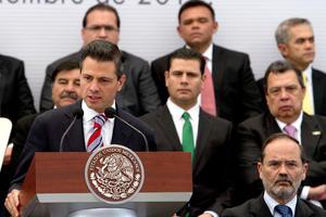 En el acto, el mandatatario, que calificó el acuerdo de inédito y trascendente, dijo que la firma de éste demuestra que los mexicanos sí se pueden poner de acuerdo y es prueba inequívoca de que con voluntad política y visión compartida del futuro la transformación del país será posible.