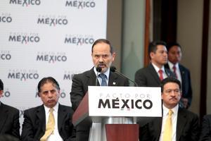 """El presidente Nacional del PAN, Gustavo Madero Muñoz, expresó que con la firma del Pacto por México se puede superar la falta de acuerdos que ha generado un """"impasse transicional""""."""