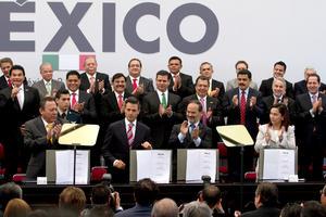El presidente Enrique Peña Nieto y los líderes nacionales del PAN, PRD y PRI firmaron el Pacto por México.