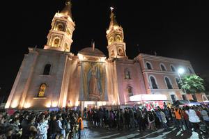 En Torreón, miles de feligreses le cantaron las tradicionales Mañanitas, y el obispo de Torreón, José Guadalupe Galván Galindo ofició una misa en la Parroquia de Guadalupe.