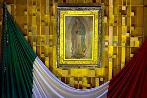Con motivo del 481 aniversario de su última aparición ante el indígena Juan Diego, millones de fieles visitan la Basílica de Guadalupe.