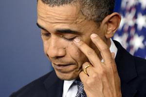 """""""Nuestros corazones están rotos hoy"""", dijo un emotivo Obama durante su breve declaración ante periodistas en la sala de prensa de la Casa Blanca, poco después de emitir su proclama de duelo."""