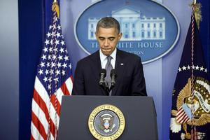 El presidente de Estados Unidos, Barack Obama, ordenó cuatro días de luto nacional para honrar a las víctimas del tiroteo que tuvo lugar esta mañana en una escuela elemental en Newtown, Connecticut.