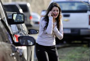 Un total de 27 personas murieron, 20 de ellas niños, en un tiroteo en una escuela primaria de Newtown, EU.