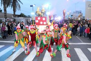 """Miles de laguneros disfrutaron del desfile navideño denominado """"Un Sueño de Navidad"""" organizado por el Sistema para el Desarrollo Integral de la Familia (DIF) de Coahuila."""