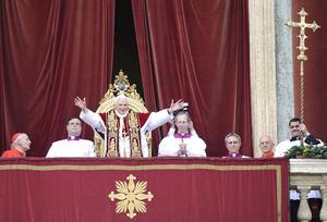 """Benedicto XVI pidió a los gobernantes de América Latina fortalecer su compromiso en la lucha contra la criminalidad, durante su mensaje de Navidad """"Urbi et orbi"""" (a la ciudad y al mundo)."""