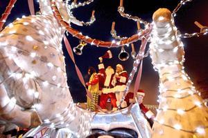 Personas de todo el mundo han celebrado de distintas formas la Navidad.