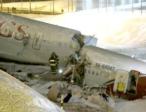 El aeropuerto también fue cerrado temporalmente y todos los aviones entrantes desviados a Sheremetyevo.
