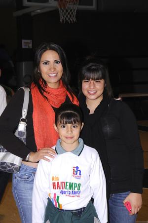 Marcela García, Andrea y Renata Llorens García.
