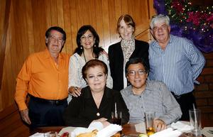 Armando y Ruth de la Fuente, Rosa María y Humberto Escamilla, Coco Rosas de Vallejo y Javier Vallejo Cano.