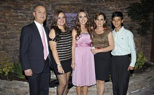 Antonio Urbina Zeglen y Ana Mireya Martínez de Urbina con sus hijos Ana, sofía y Antonio Urbina Martínez.