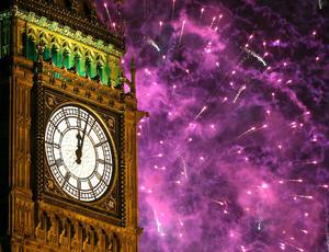 """El famoso """"Big Ben"""" marcó el inicio del 2013 en Londres para después iluminar el cielo con los fuegos artificiales."""