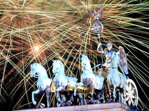 En Alemania, miles de personas se dieron cita en la puerta de Brandenburg en Berlín, para celebrar la llegada del 2013.