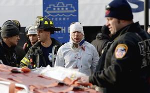 Los dos heridos graves sufrieron heridas en la cabeza. Uno de ellos salió despedido de una de las escaleras de la nave cuando se preparaba para desembarcar y está siendo operado en el hospital de la Universidad Cornell.