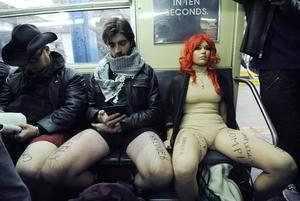 Neoyorquinos viajaron despreocupados en ropa interior.