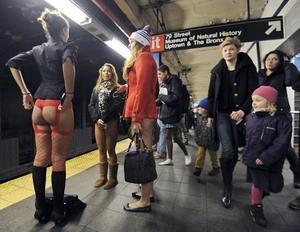 El viaje sin pantalones se efectuó el mismo día en más de 50 puntos del mundo y de acuerdo con los organizadores, las ciudades de Nueva York y México son las que tienen el mayor número de participantes.