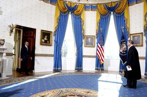 La ceremonia se realizó en el Salón Azul, usado normalmente para recepciones y lugar de la única boda presidencial celebrada en la Casa Blanca, la del mandatario Grover Cleveland en 1886.