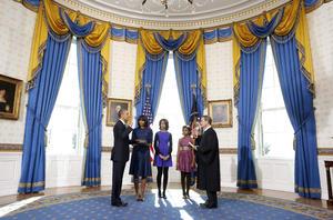 El presidente Barack Obama juró su cargo en una ceremonia privada en la Casa Blanca al inicio de su segundo periodo como el gobernante de Estados Unidos.