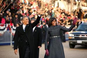 El presidente y parte de su gabinete desfilaron y saludaron los simpatizantes.