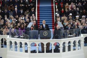 """En una era en la que se avecinan recortes al gasto, Obama declaró que el país tiene un compromiso con programas de salud como Medicare, Medicaid y Seguridad Social. """"Estas cosas no minarán nuestra iniciativa, nos fortalecen"""", indicó."""