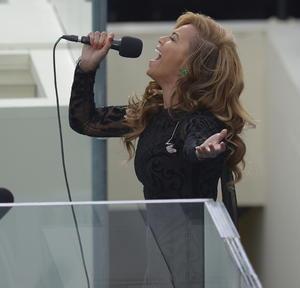 Beyoncé fue la encargada de entonar el himno nacional de Estados Unidos.