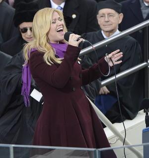 Kelly Clarkson interpretó el tema My Country, 'Tis of Thee' en el Capitolio.