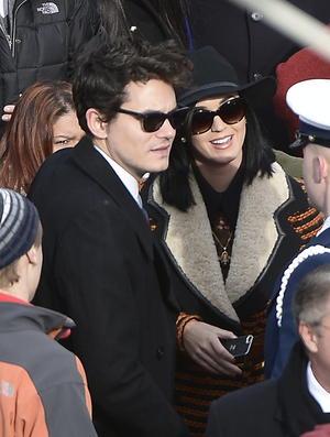 Katy Perry y su novio John Mayer se encontraban entre los asistentes.