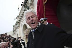 El ex presidente Bill Clinton, estuvo presente en la ceremonia en Washington.