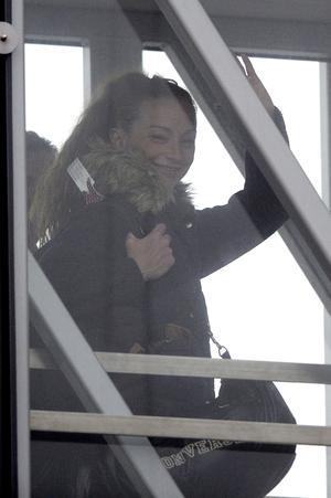 La francesa Florence Cassez, llegó al aeropuerto parisino de Charles de Gaulle hacia las 12:40 horas GMT, procedente de Ciudad de México, tras su puesta en libertad.