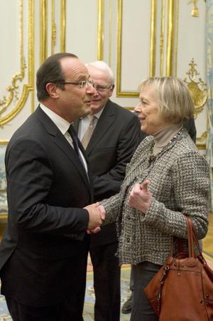 Hollande saludó a Cassez y a sus padres en su reunión en el Palacio.