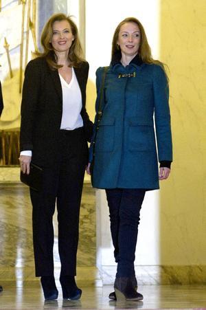 Cassez fue recibida a las puertas del Elíseo por la pareja de Hollande, Valérie Trierweiler, que en los últimos meses se implicó de forma muy directa para pedir la liberación de la ciudadana francesa.