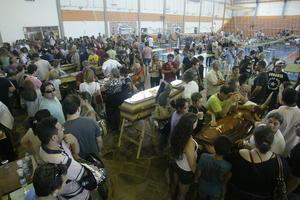 Fue en el Centro Deportivo Municipal de Santa María donde los familiares acudieron a identificar a las víctimas.