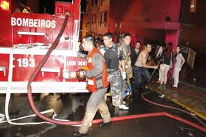 Los cuerpos de bomberos y rescate buscaron en todo momento evitar que el siniestro se convirtiera en una tragedia de gran magnitud lo que, debido a las condiciones del inmueble, fue imposible.