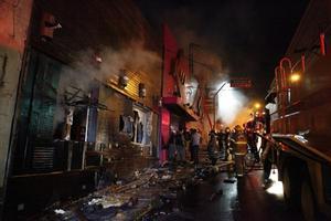 El incendio se registró en la discoteca Kiss, que en el momento del suceso estaba ocupada por entre 300 y 400 personas, la mayoría adolescentes, según fuentes policiales y de bomberos.