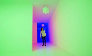 """""""Light Show"""", presentada a la prensa, antes de abrir sus puertas al público y mostrará un total de 25 obras en las que prima la iluminación y que han sido creadas desde los años 60 hasta la actualidad."""