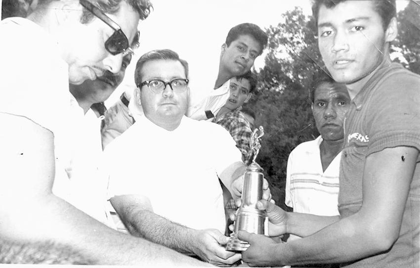 marco antonio contreras llescas ganador carrera ciclista primero mayo 1961